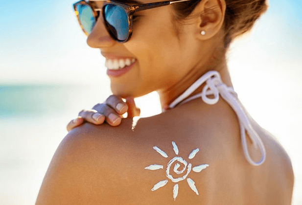 Girl Sunscreen Shoulder